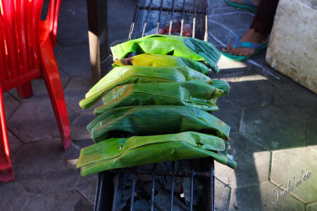 Riz dans des feuilles de bananier