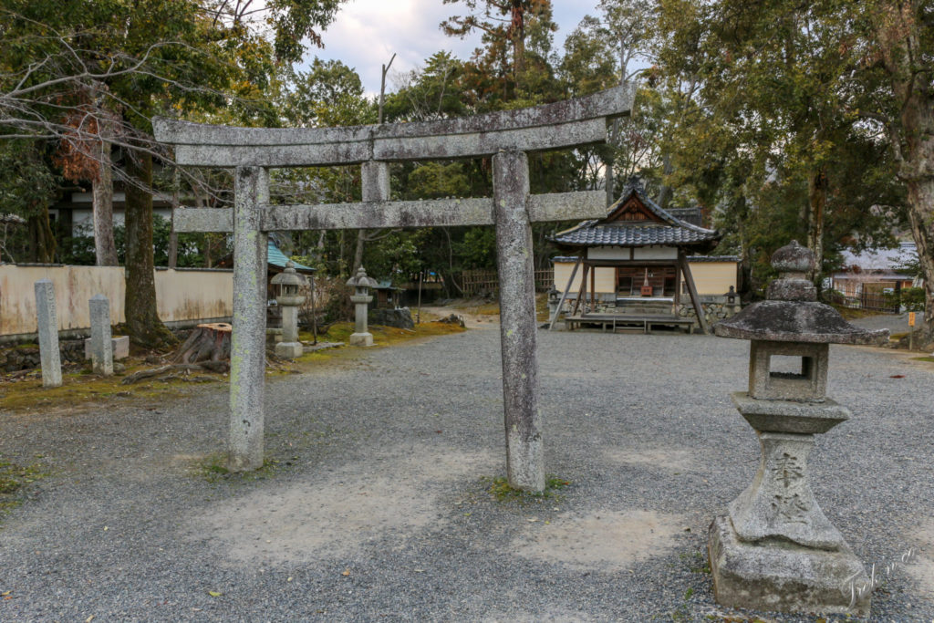 petit torii gris